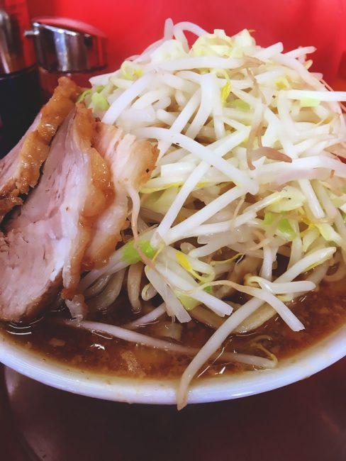 お昼ご飯は環八沿いの『麺でる』へ
